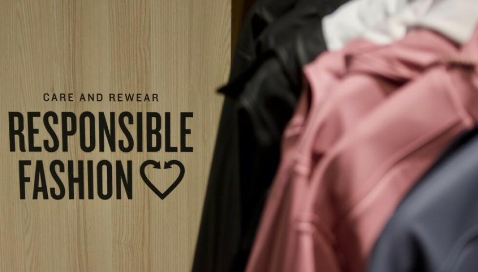 KLESBUTIKKENE: Kjeden H&M var først ute med panteordningen for tekstiler, men nå har flere andre butikker fulgt etter. FOTO: Anna Stjern