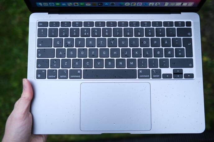Få selskaper leverer en like god tastatur- og styreflatekombo som Apple. Foto: Martin Kynningsrud Størbu