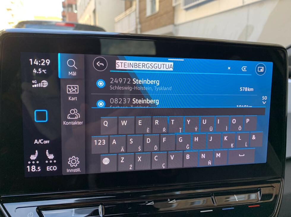 VELKOMMEN TIL TYSKLAND: Flere ting med gps og infotainment-skjerm irritererer. Foto: Øystein B. Fossum