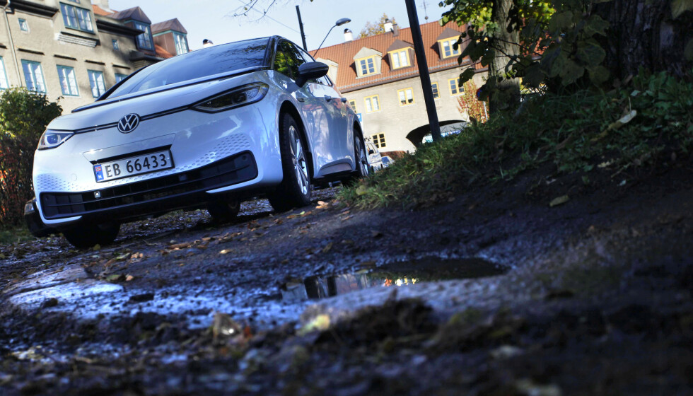 VW ID.3: Den er Norges bestselger tre måneder på rad, men det er ikke bare positive ting å si om Volkswagens nye elbil. Foto: Øystein B. Fossum