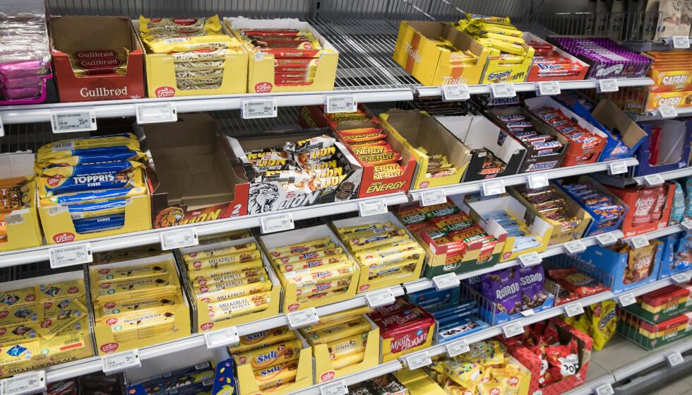 KUTTER AVGIFTEN: Særavgiften på sjokolade og søtsaker blir fjernet i neste års statsbudsjett. Se hva det gjør med prisene. Foto: Terje Pedersen/NTB