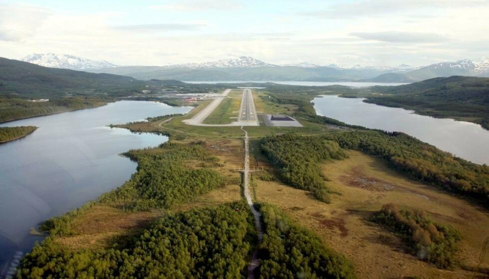 ADVARER: Mattilsynet sier at vann i nærheten til flyplasser kan være forurenset av fluorholdige stoffer. Foto: Avinor