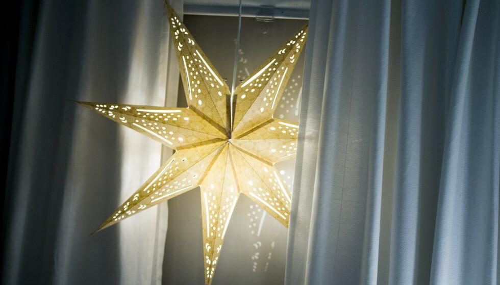 SLÅ AV: De lyser pent, men om natten anbefales det at du slår av julelysene. Foto: Vegard Wivestad Grøtt / NTB