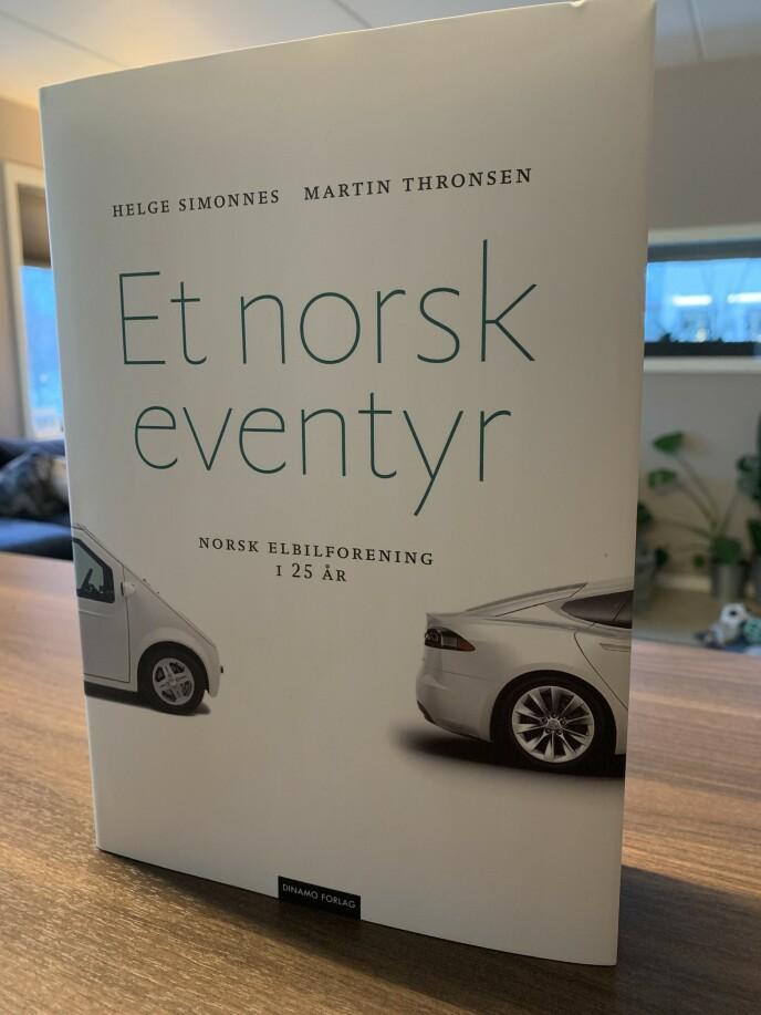 JUBILEUM: Norsk elbilforening feirer 25 år. I den anledning har de gitt ut boka «Et norsk eventyr». Foto: Øystein B. Fossum