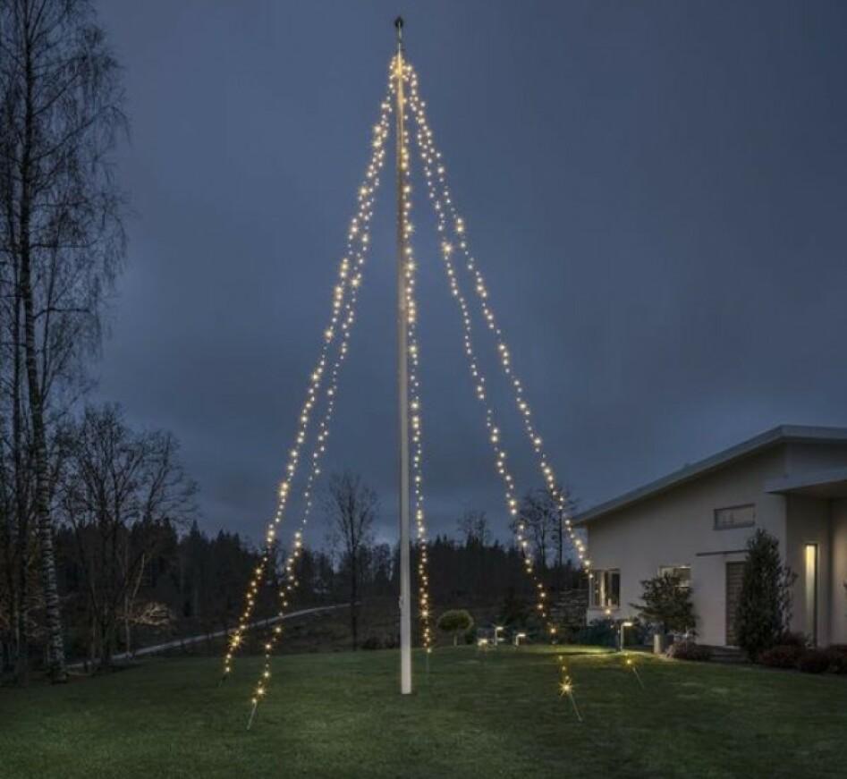 Enkel og praktisk lysslynge til flaggstanga. Flaggdag hele jula!