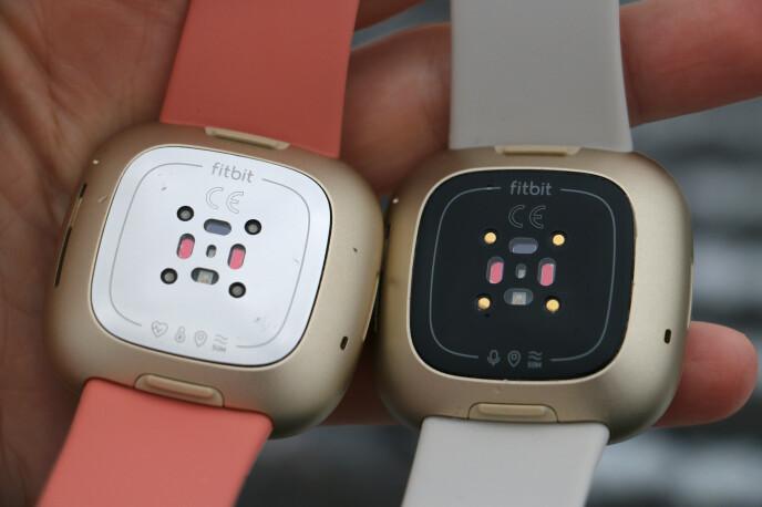 FLERE SENSORER: Fitbit Sense (til venstre) har et knippe flere sensorer enn Fitbit Versa 3. Foto: Kirsti Østvang