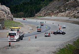 Regjeringen åpner for å bygge flere og smalere firefeltsveier