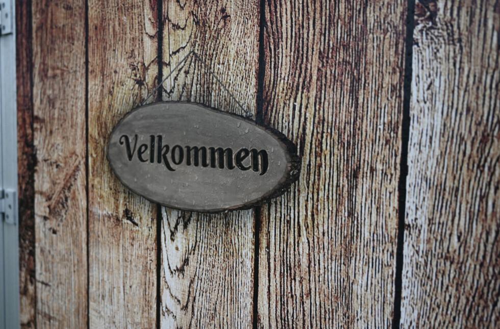 """HYTTEPREG: Kia har gjort en egen gimmic ut av hengerfestet med denne kult dekorerte """"hytta"""". Foto: Rune M. Nesheim"""