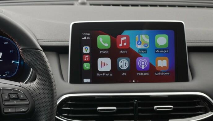 APPLE CARPLAY: I mange biler er faktisk Apple Carplay og Android Auto å foretrekke. Det er på plass i MG EHS. Foto: MG Motors.