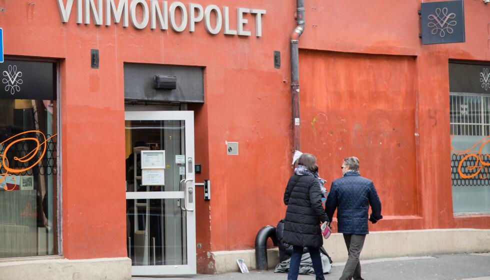 KOMMER IKKE INN: Vinmonopolets nettside er nede for telling. Foto: Audun Braastad/NTB