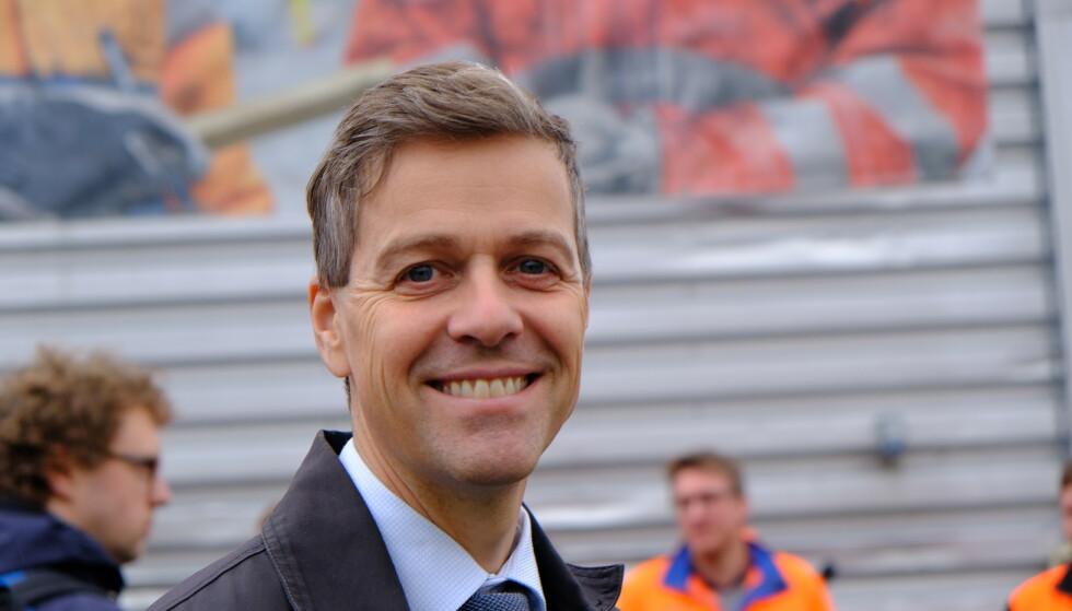 Samferdselsminister Knut Arild Hareide vil nå åpne for personlige bilskilt i flere størrelser.