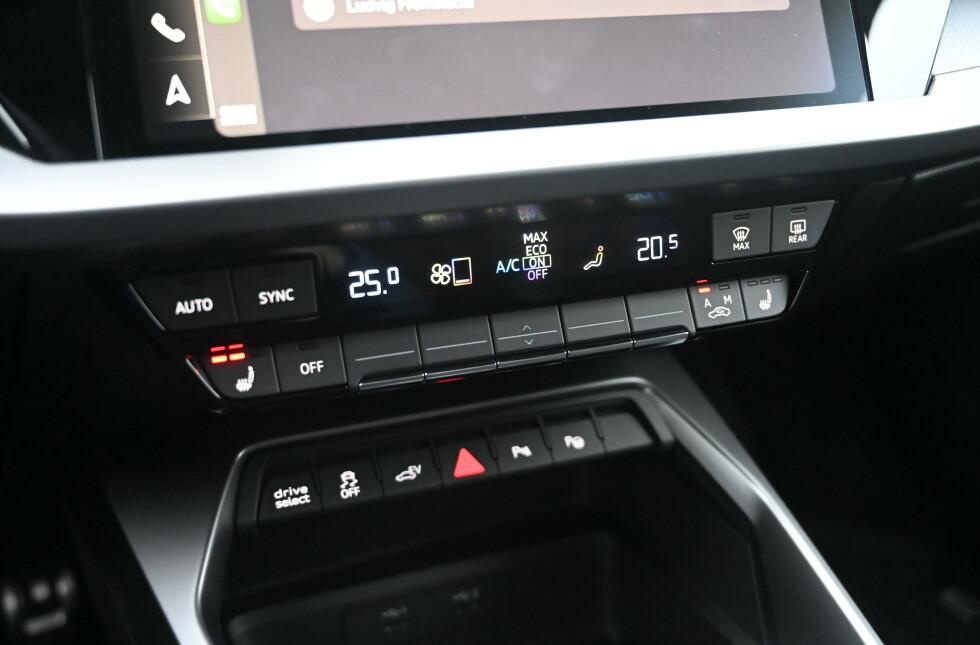 KNAPPER: Audi har fortsatt mye knapper i interiøret, men de er så naturlig integrert at man nesten ikke lagger merke til det. Foto: Rune M. Nesheim