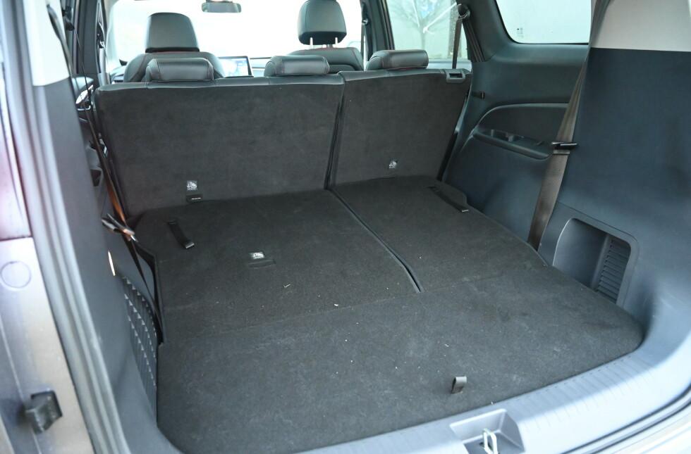 STØRRE: Du får et tilnærmet flatt gulv når du bruker bilen som femseter. Foto: Rune M. Nesheim