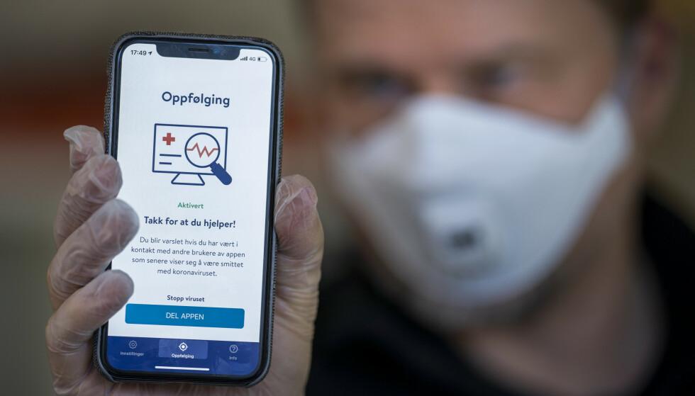 NY VERSJON: Smittestopp-appen kommer nå tilbake i app-butikkene i helt ny versjon. Foto: Heiko Junge / NTB