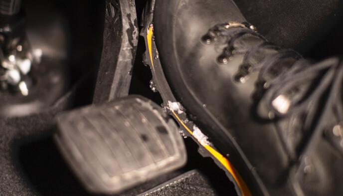 NØDBREMS: En dårlig sveis kan gjøre at bremsepedalen løsner når du nødbremser. Foto: Anton Reenpaa.