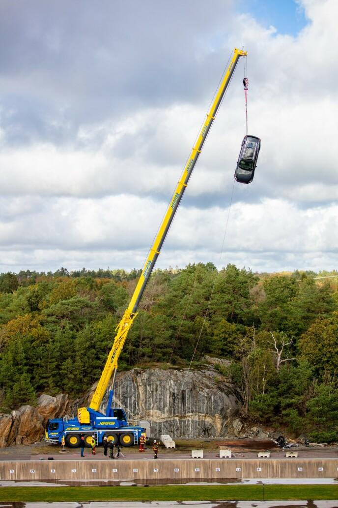 FRA 30 METER: Bilen slipper fra 30 meter for å simulere skadene der en personbil for eksempel krasjer mot en lastebil. Foto: Volvo