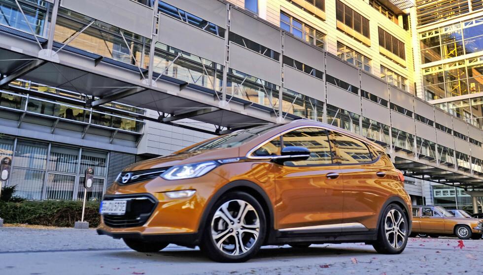ALLE MÅ SJEKKES: Alle Opel Ampera-e som er bygget, må tilbake på verksted for en sjekk av batteriet. I Norge er det solgt rundt 3.700 biler. Foto: Rune Korsvoll