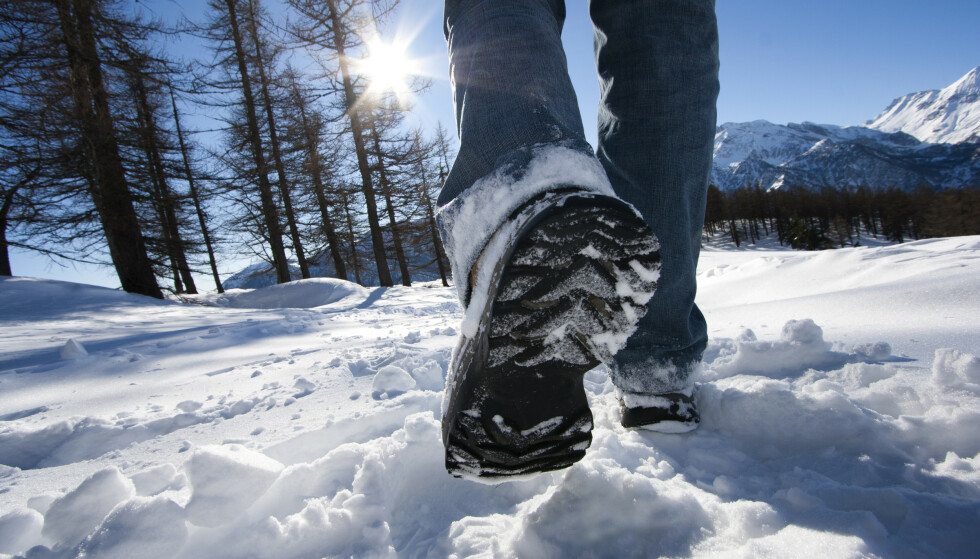 VIL SKLIMERKE VINTERSKO: Svenske forskere vil sklimerke vintersko, slik at forbrukere skal kunne se hvor godt vinterskoene sitter på glatt føre - allerede i butikken. Foto: NTB scanpix
