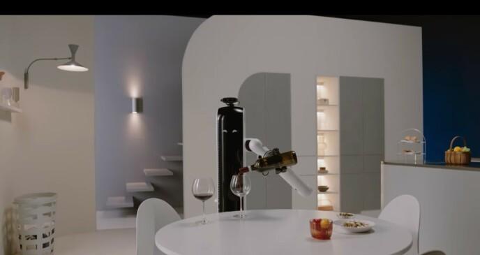 AHH: Når du sitter godt planta i sofaen, hadde det vært digg med en robot som kan fikse et glass vin for deg. Foto: Samsung