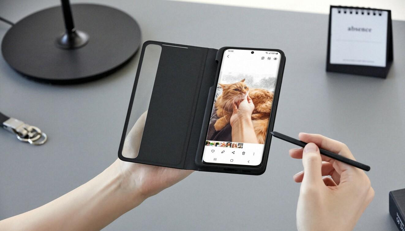 Bare Ultra-modellen støtter S Pen, som har tradisjon for å følge med Note-telefonene. De kan ikke stikkes inn i selve telefonen når de ikke er i bruk, men egne deksler lar deg ta godt vare på den. Foto: Samsung