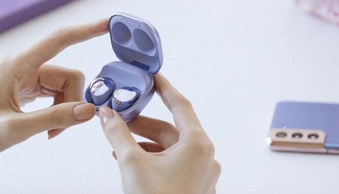 Buds Pro byr på aktiv støydemping, handsfree med vindbeskyttelse og 18 timers batteritid. Foto: Samsung