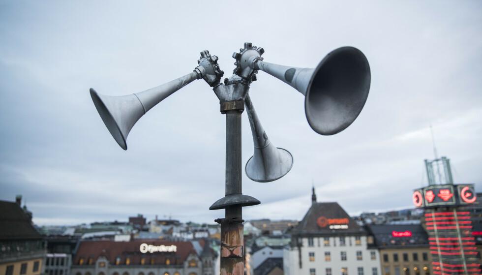 TEST ONSDAG: DU vil kunne høre disse tyfonene onsdag klokken 12, under Sivilforsvarets test. Her fra Østbanehallen i Oslo. Foto: Håkon Mosvold Larsen / NTB