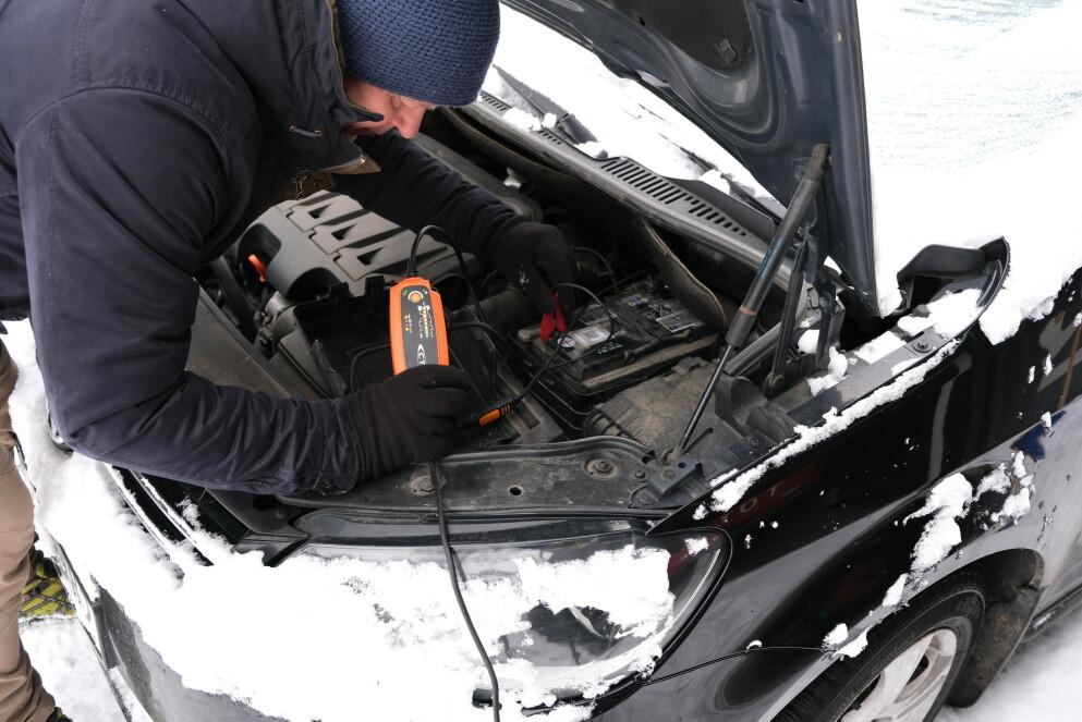 KALDE DAGER: De neste dagene blir kalde i hele Sør-Norge. Et batteri som har fungert bra ellers i året, blir plutselig ynkelig dårlig og klarer ikke å starte bilen. Foto: Rune Korsvoll