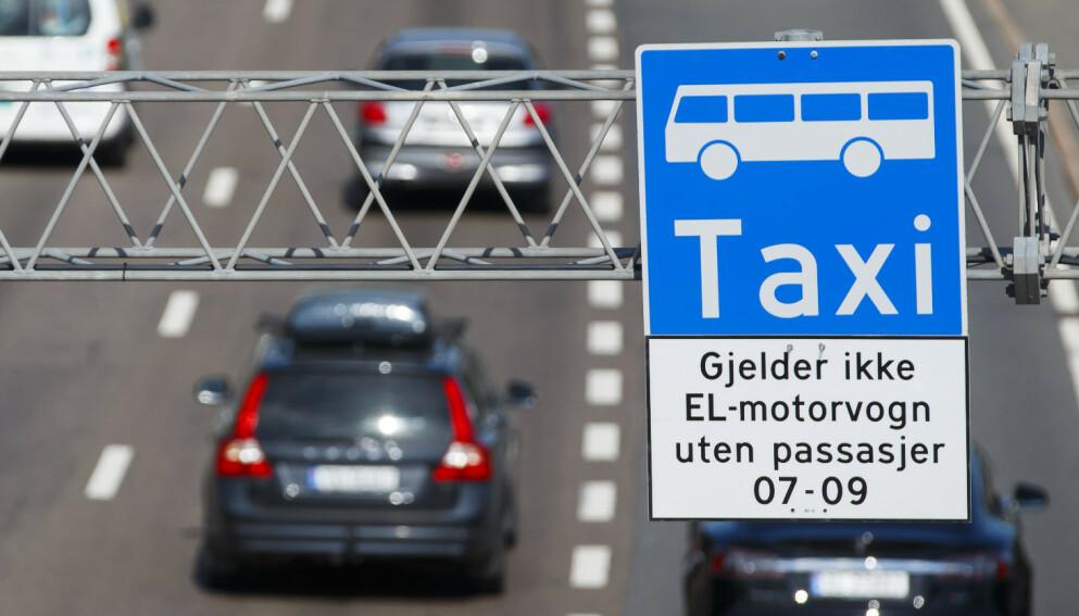BEGRENSES: Fra fredag 15. januar er det ikke lenger lov å kjøre med elbil i kollektivfelt på Ring 2 i Oslo uten passasjer i bilen. Snart vil dette også gjelde for 21 andre strekninger, melder Aftenposten. Foto: NTB Scanpix.