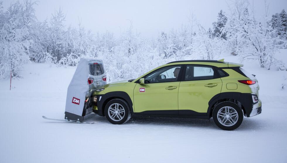KLAGDE PÅ BREMSENE: Sammen med Tesla Model 3 var Kona Electric den beste elbilen i vår store vinterbiltest i 2019. Testene avslørte imidlertid dårlige bremser og lang stopp-strekning. Foto: Markus Pentikainen