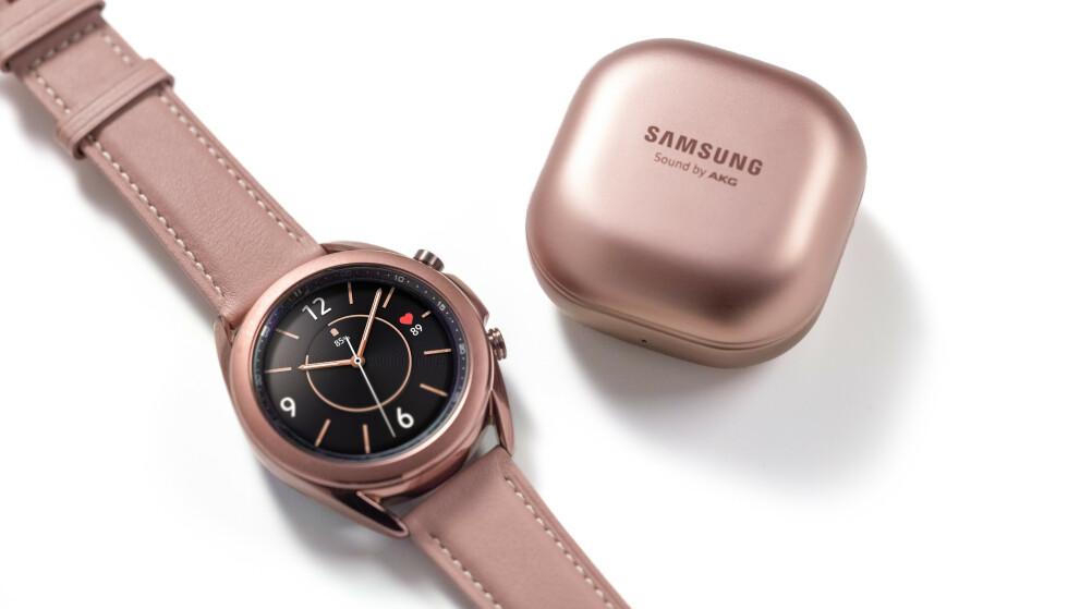 FLERE HELSEFUNKSJONER: Snart blir EKG-måling tilgjengelig på Samsungs nyeste smartklokke. Foto: Samsung