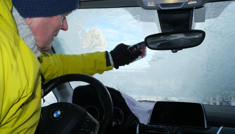 ENKELT OG GRATS: Tipsene som fjerner fuktigheten i kupeen og dermed isen fra innsiden av rutene, er både enkle og ikke minst gratis. Foto: Rune Korsvoll