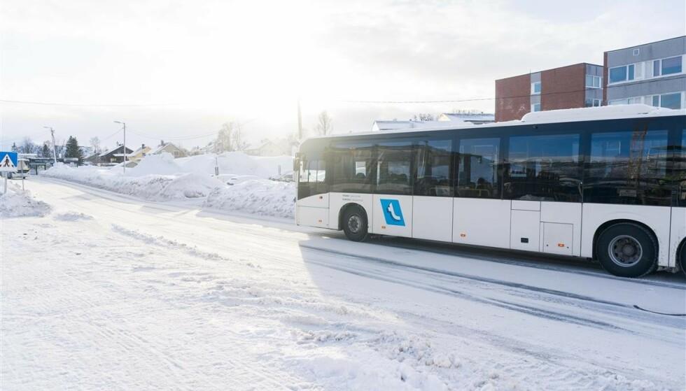 BILLIGERE UTENOM RUSHTIDA: I Tromsø tester de en ny billettløsning for bussreiser. Foto: Troms og Finnmark fylkeskommune