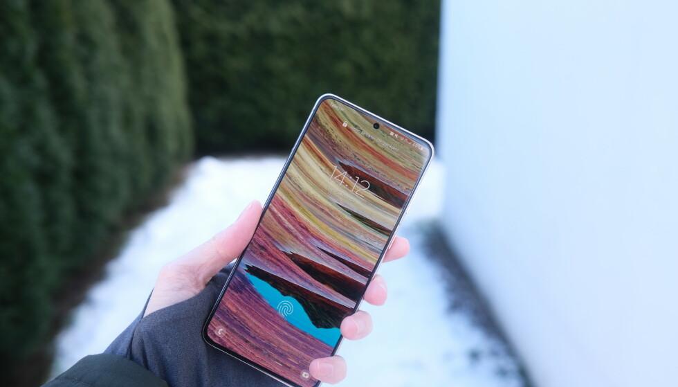 GALAXY S21+: Samsungs nyeste har en enestående skjerm med skyhøy lysstyrke. Foto: Martin Kynningsrud Størbu