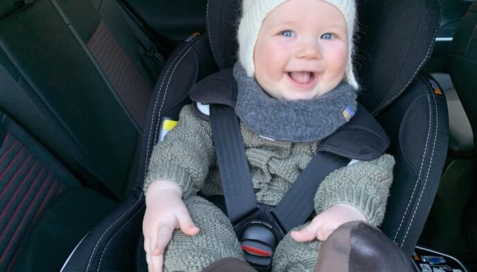 NESTEN: Ekspertene råder for eksempel å heller kle barnet i ull eller fleece. Men stram til ordentlig, så det ikke blir like luftig som her. Foto: Øystein B. Fossum