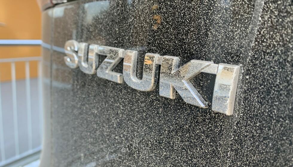 Heller ikke Suzuki Across er immun mot skit og lort. Foto: Øystein B. Fossum