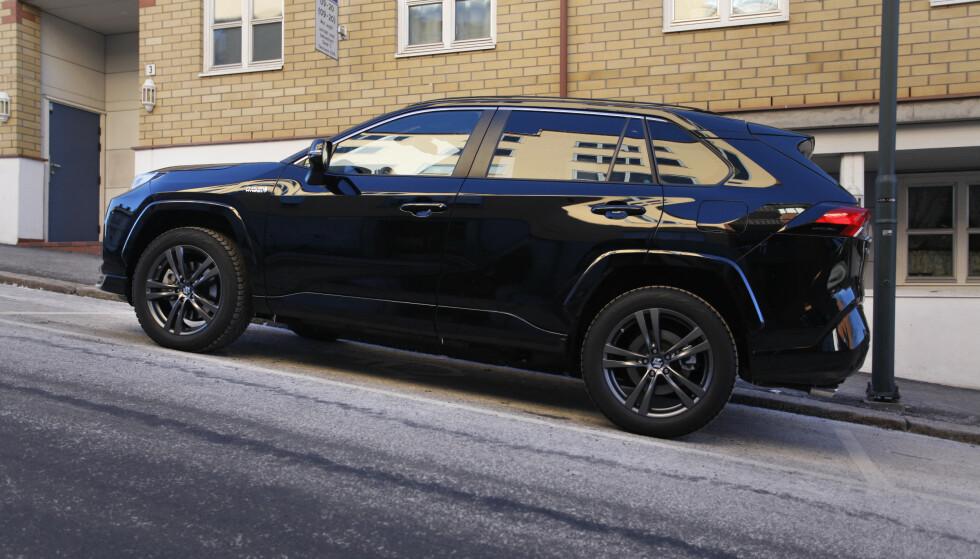 SUZUKI ACROSS: Suzukis nye familiebil har vist seg så populær i Norge at importørens biler ble utsolgt i desember. Foto: Øystein B. Fossum