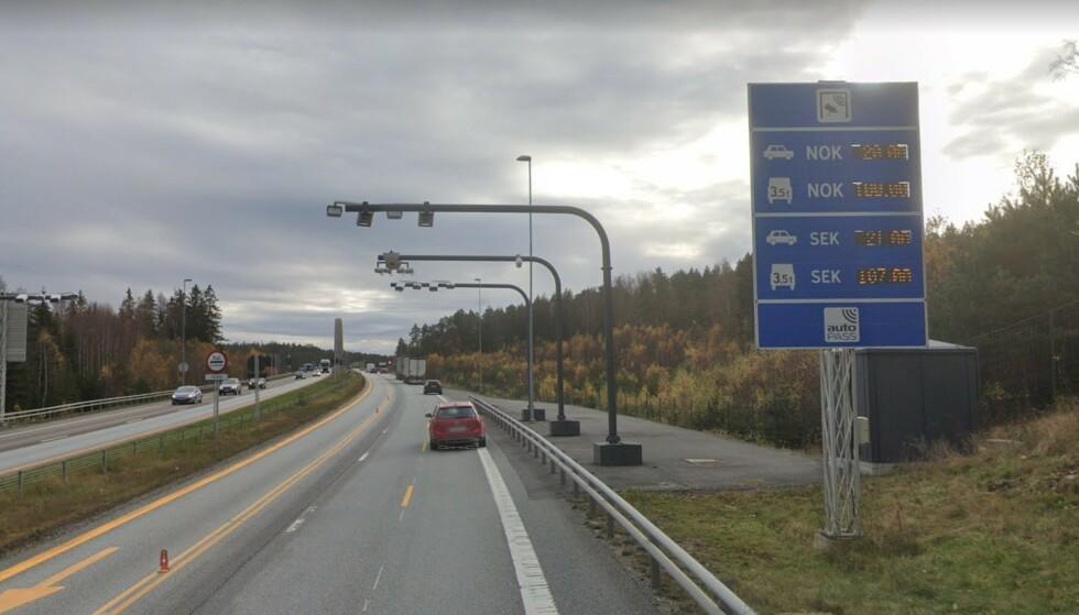 FORSVINNER: Bompenger har finansiert Svinesundsbrua og motorveien siden 2005. Nå er strekningen snart ferdig finansiert. Foto: Google