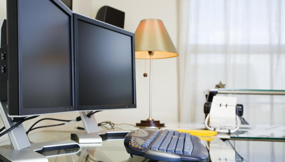 KRAFTIG ØKNING: Stengte kontorer landet over førte til en firedobling av salget av produkter til hjemmekontoret, spesielt webkameraer, skjermer, tastatur og mus, i 2020. Foto: NTB Scanpix