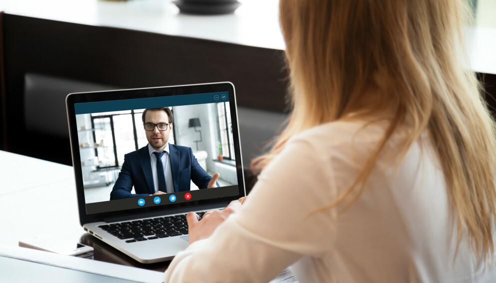 NY INTERVJUSITUASJON: Jobbintervju er nok ikke drømmesituasjonen, og hvorvidt det å gjøre intervjuet digitalt gjør det bedre, vil nok variere. I saken under får du noen gode tips for at intervjuet blir mest mulig vellykket. Foto: Shutterstock/NTB