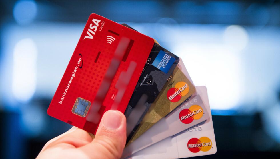 FORBRUKSLÅN OG KREDITTKORT: Aldri har det vært registrert lavere gjeld i Gjeldsregisteret. Foto: Jon Olav Nesvold / NTB
