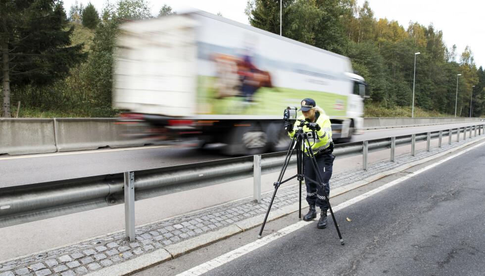 FARTSKONTROLL: Tall fra UP viser at nesten 9 av 10 saker med anmeldte fartsovertredelser i fjor gjaldt menn. Foto: Gorm Kallestad / NTB