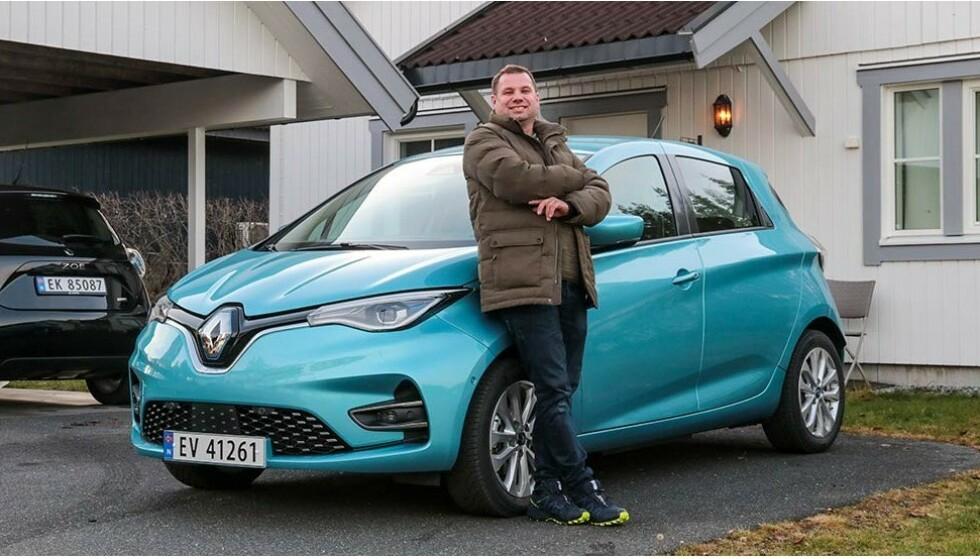 SPARER 40.000: Håvard Rafaelsen regner med at han sparer nesten 40.000 kroner i året på å kjøre elektrisk, sammenliknet med bensinbil. Renault Zoe er den elbilen som gir deg lengst rekkevidde for pengene: Foto: Renault