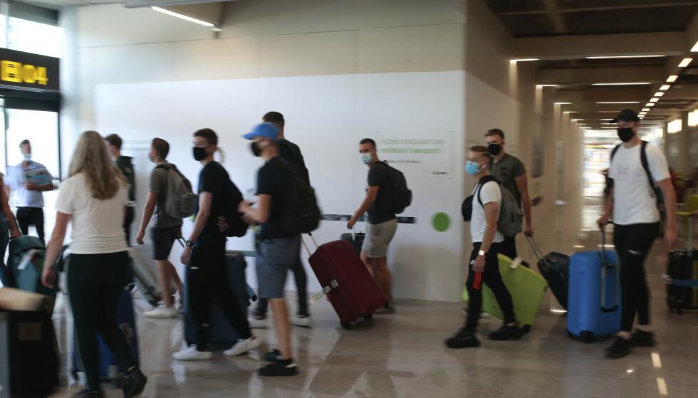 NEGATIV COVID-19 TEST: Mallorca og øyene rundt krever nå at spanjoler fra andre regioner med høy smitte viser frem en negativ coronatest ved innreise. Her fra flyplassen i Palma i 2020. Foto: NTB Scanpix