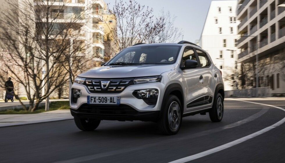 BILLIG: I Frankrike har Dacia Spring fått en prislapp på 125.000 kroner - inklusive moms. Foto: Dacia
