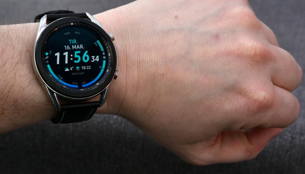 ALLSIDIG: Samsung Galaxy Watch 3 er en meget god smartklokke som kan brukes til så mangt. Foto: Pål Joakim Pollen
