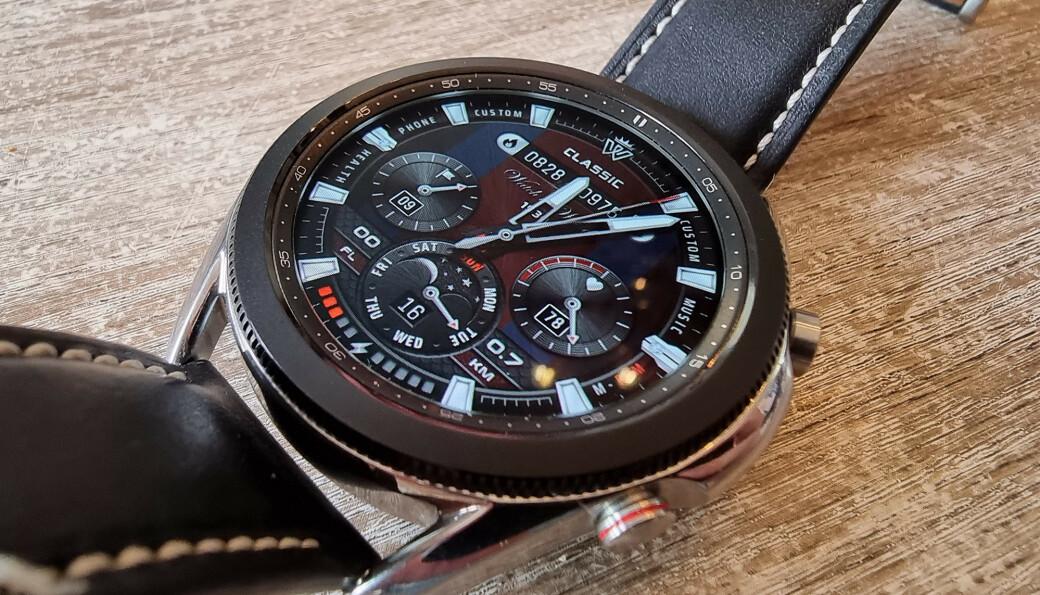 STORT UTVALG: Det finnes bøttevis med urskiver du kan laste ned til Samsung Galaxy Watch 3, enten du foretrekker det minimalistisk, maksimalistisk, elegant eller sporty. Foto: Pål Joakim Pollen