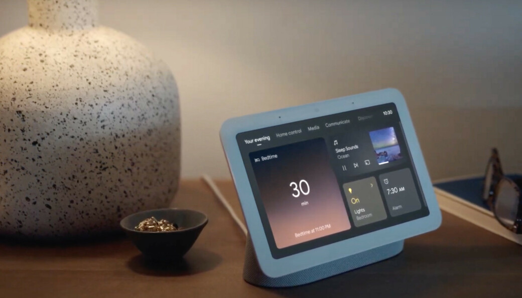 PÅ NATTBORDET: Nest Hub 2 bruker radarteknologi for å spore nattesøvnen - om du vil. Foto: Google