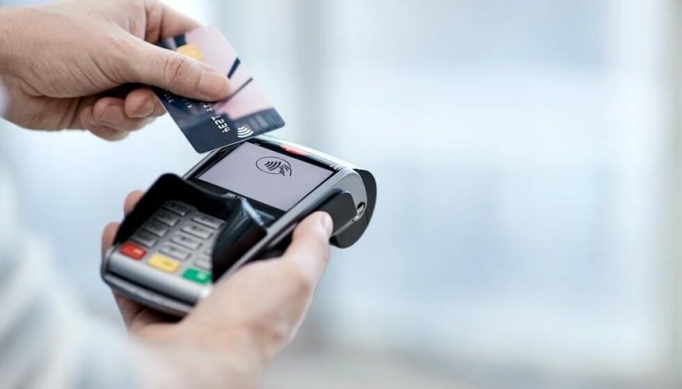 SVINDEL: Nets, som står bak betalingsløsninger for kortbetaling og e-handel, advarer om svindelforsøk der kunder blir oppringt og bedt om å utlevere konto- og kortopplysninger. - Dette er svindelforsøk. Det er ikke Nets som ringer, advarer de. Foto: Nets