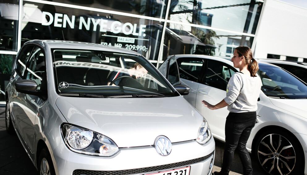 ØKONOMI VIKTIGST: Økonomien er viktigst ved kjøp av bil - men de færreste tenker likevel på verditapet, ifølge en fersk undersøkelse fra NAF. Foto: NTB