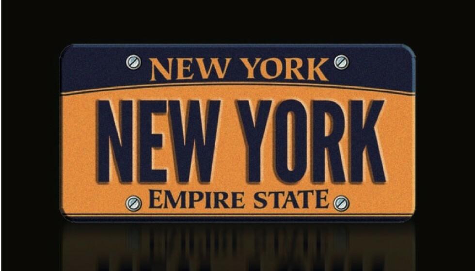 """DYRT SKILT: Det er dette skiltet som koster penger, Volvo-en følger med på kjøpet. Dette er det eneste lovlige registreringsskiltet med """"New York"""" på. Foto: blog.dupontregistry.com"""
